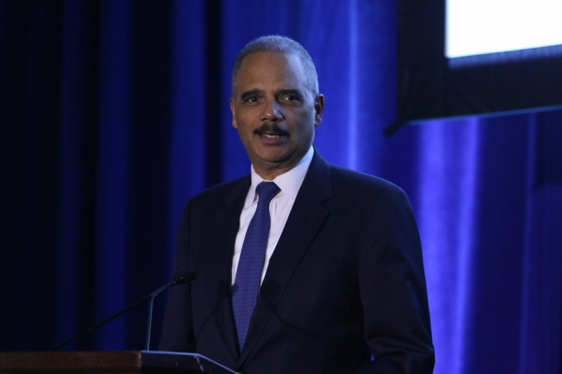 Eric Holder introduces Lisa Jackson at the ELI Award Dinner in 2018