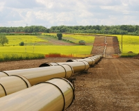 A natural gas pipeline under construction (Photo: Wikimedia Commons).