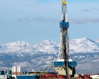 A natural gas drilling rig on the Pinedale Anticline, Wyoming (Photo: BLM)